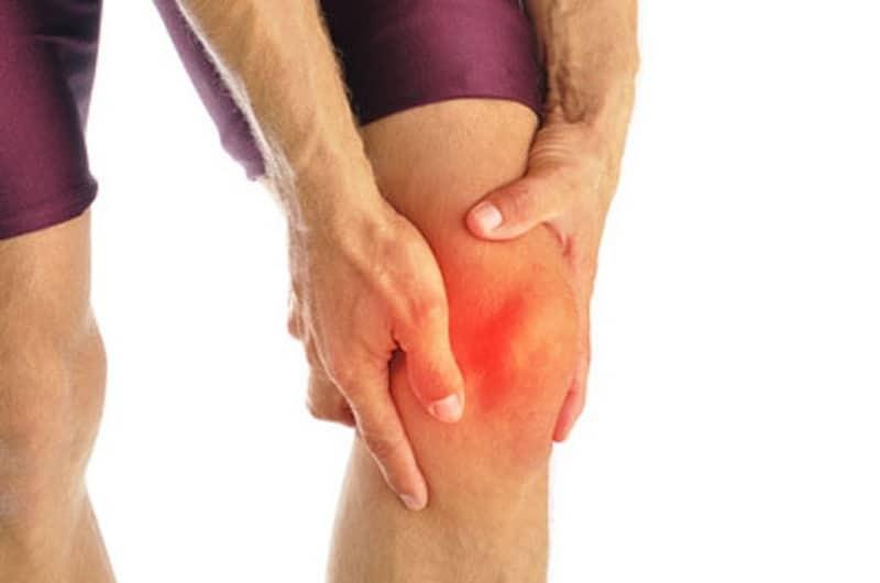 Bệnh đau xương khớp khiến khớp gối sưng tấy, nóng đỏ