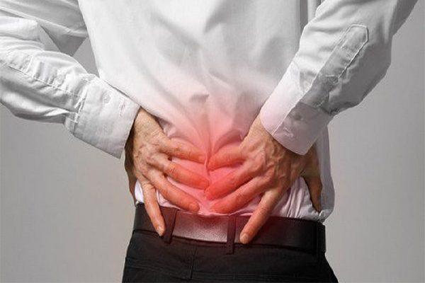 Đau khớp, sưng khớp là triệu chứng điển hình của thoát vị đĩa đệm
