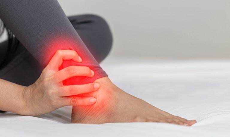 Chấn thương có thể gây ra viêm khớp cổ chân