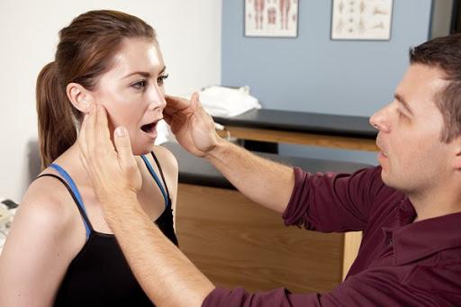 Cách điều trị viêm khớp thái dương hàm hiệu quả không phải ai cũng biết